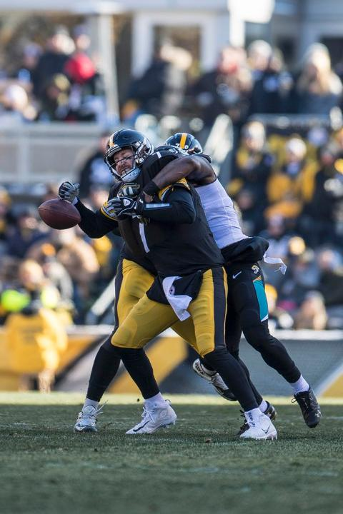Yannick Ngakoue, Ben Roethlisberger, Ngakoue Roethlisberger sack, Steelers vs Jaguars, Steelers Jaguars Playoffs